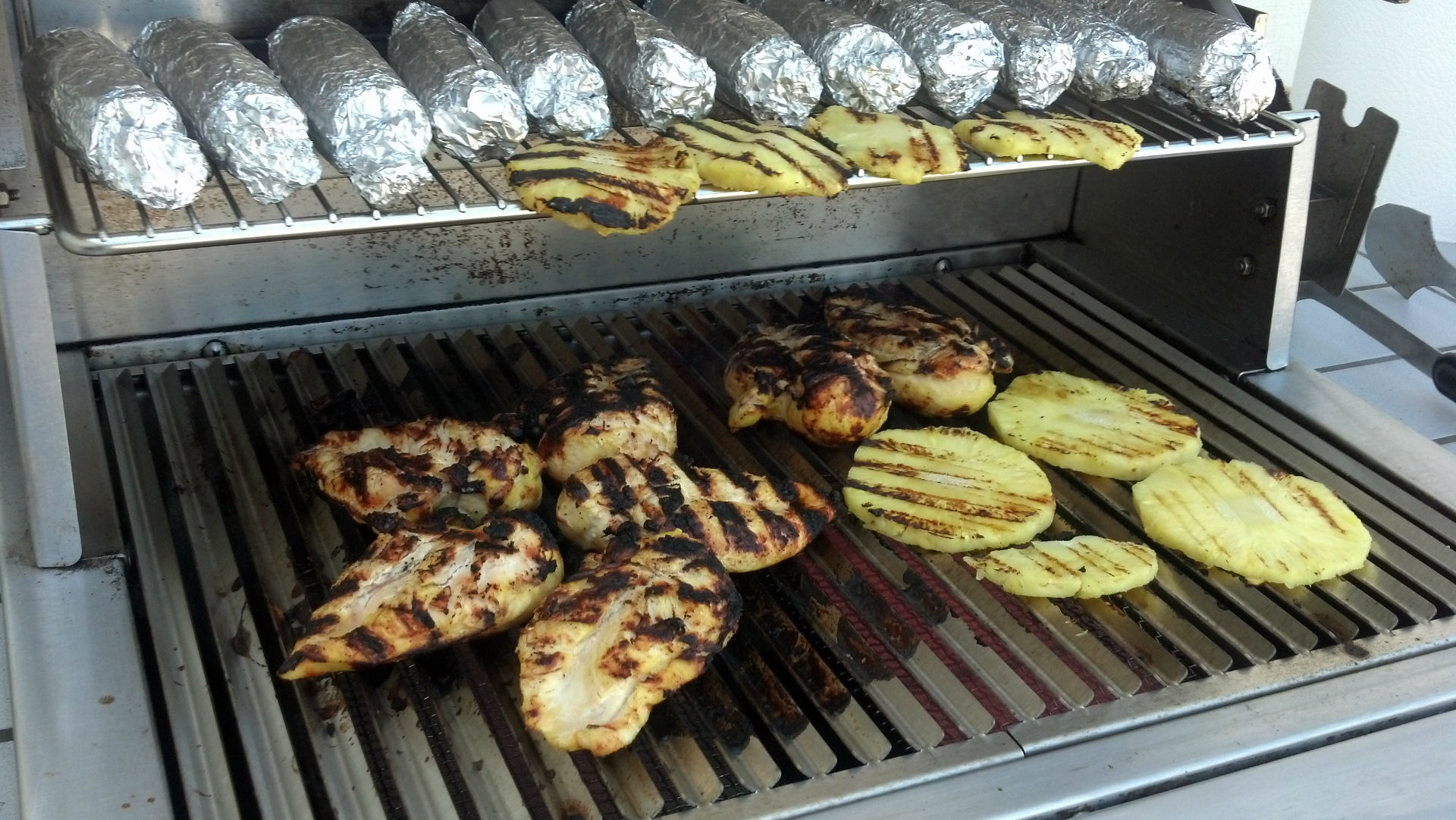 chicken-breasts_pineapple_corn-on-cob_on-grill-w1920